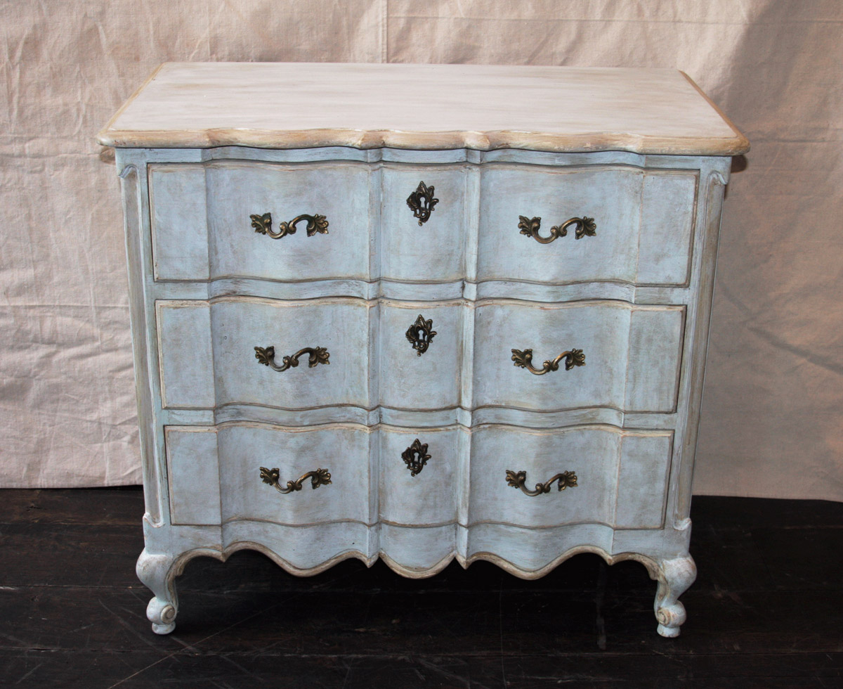Painted Serpentine 3-Drawer Chest