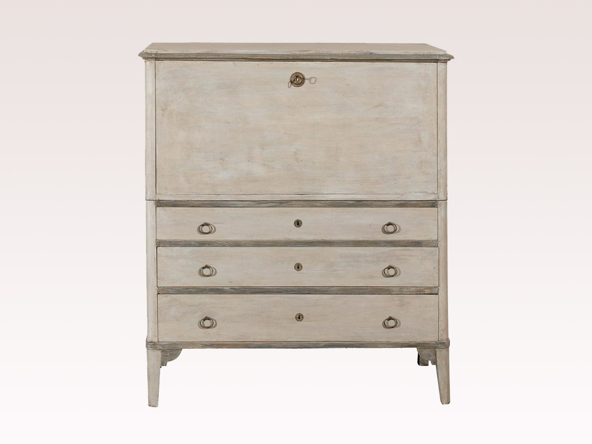 Chest 601 : 601 : A. Tyner Antiques